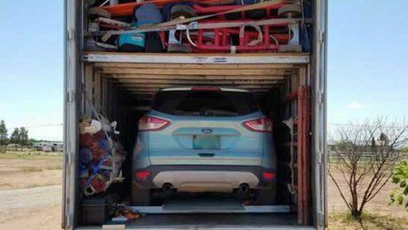 Mudança completa: transporte de carro junto a sua mudança no caminhão.